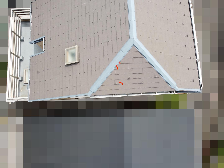【東京都大田区】スレート屋根の天窓雨漏り ドローン西面 ひび割れ箇所