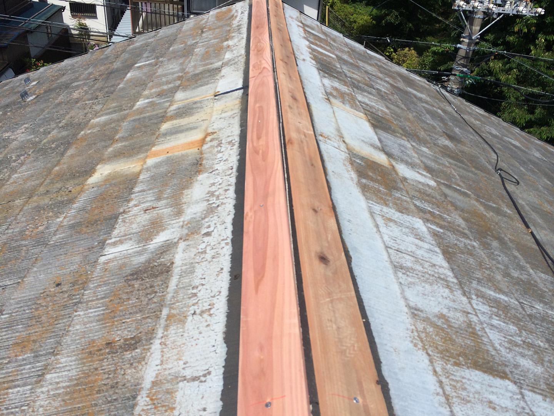 【横浜市瀬谷区】スレート屋根、棟板金の交換修理の工事の事例 防腐処理済み木材の設置