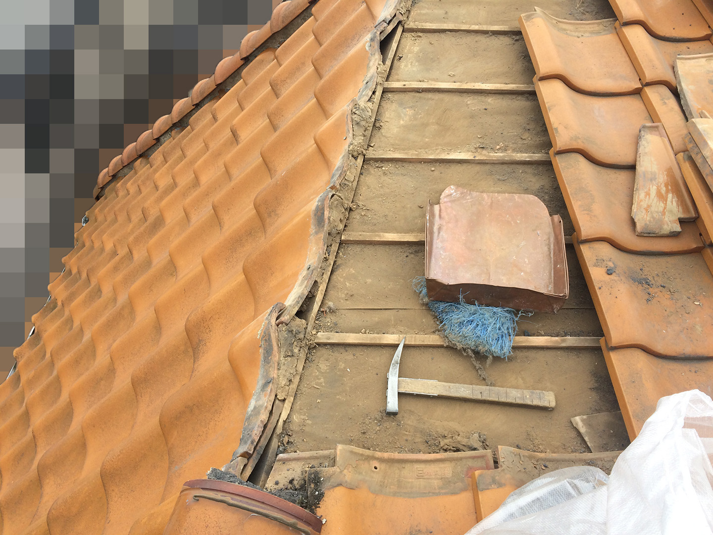 【千葉県船橋市】瓦屋根の雨漏り修理で、棟の一部の取り直し工事の事例 瓦の一時撤去