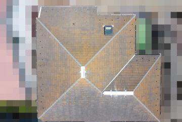【神奈川県茅ケ崎市】築23年、アスベスト使用のスレート屋根の屋根点検の事例 ドローン全景