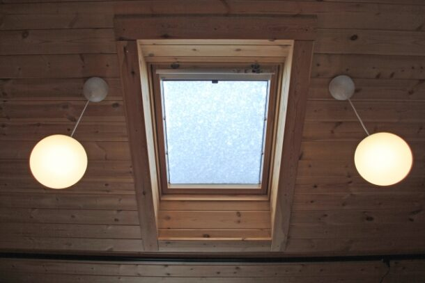 天窓の暑さ対策2:ガラスフィルムを貼る