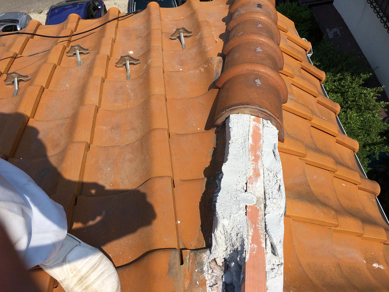 【千葉県船橋市】瓦屋根の雨漏り修理で、棟の一部の取り直し工事の事例 土台の土の設置