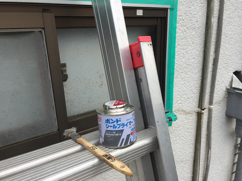 窓 雨漏り修理 プライマー塗布
