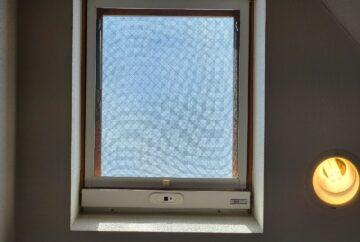 【神奈川県茅ケ崎市】天窓のガラスパッキン劣化による補修工事の事例 天窓屋内側