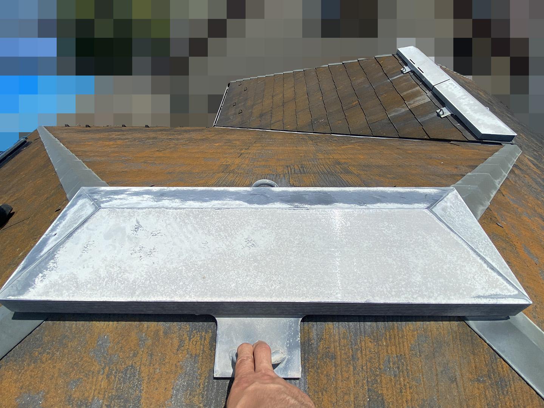 【神奈川県茅ケ崎市】築23年、アスベスト使用のスレート屋根の屋根点検の事例 棟の状態確認