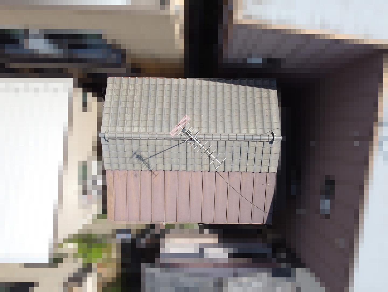 【文京区千石】築30~40年、瓦と金属屋根がくっついている屋根の点検事例 ドローン全景