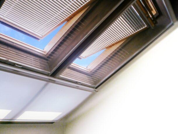 天窓の暑さ対策1:遮光アイテムを取り付ける