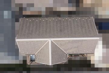 【さいたま市桜区】築18年、アスベスト未使用のスレート屋根のひび割れで、屋根点検の事例 ドローン全景