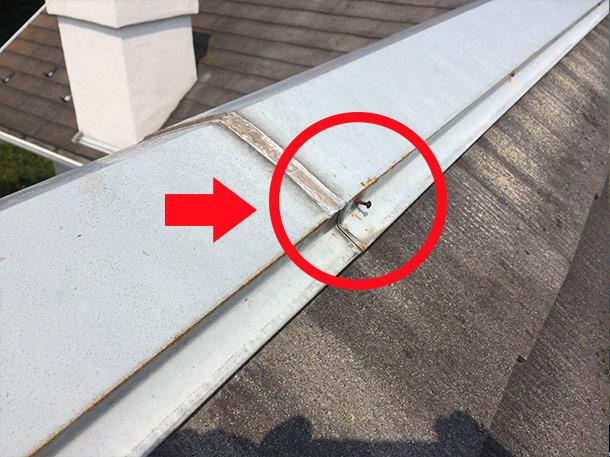 台風で屋根が飛んでしまう原因は?