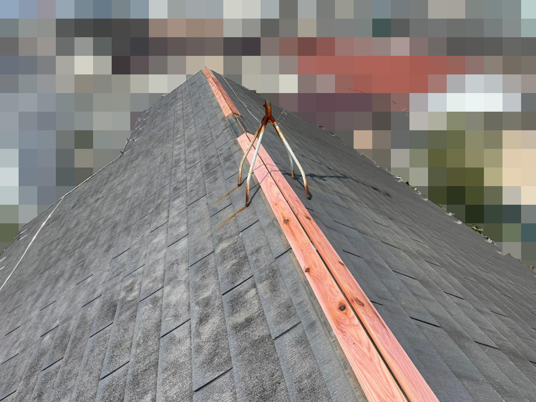 【東京都荒川区】スレート屋根、棟板金の交換工事、ひび割れ補修の事例 防腐処理済み木材の設置