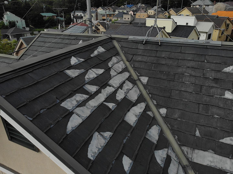 劣化して災害に対して不安なスレート屋根